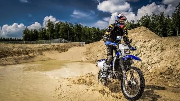 Différencier une motocross d'une enduro