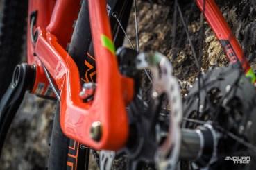 Les bases du Orbea Occam AM M10 font un travail remarquable en matière de précision. Massives, intégrant une patte de roue arrière visant à assurer un bon maintien de la roue arrière, elles jouent un rôle capitale dans le comportement du vélo.