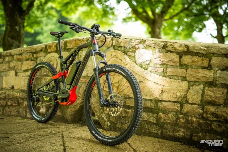 L'accès au vélo électrique se fait désormais par les Lapierre Overvolt XC dédiés à une pratique Cross-country - 120mm en aluminium s'inspirant des années précédentes.