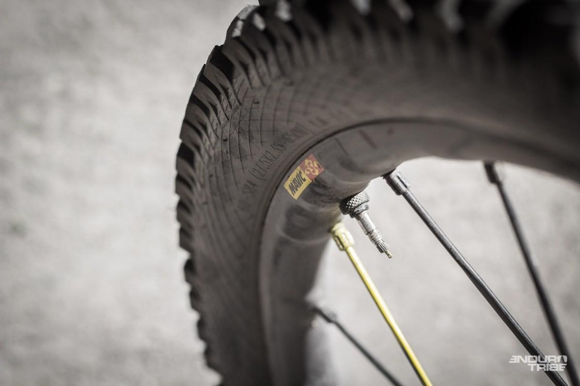 Ceci est la valve tubeless de ma roue avant. Vu sous cet angle, nul doute que je ne soit pas passé loin de la correctionnelle. La chance ne se provoque-t-elle pas ?!