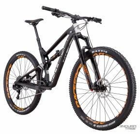 Intense Carbine Foundation Build - 4998€ - Poste de pilotage Intense Recon, cintre aluminium - Roues RaceFace AR 30 - Transmission Sram GX 11 vitesses - Freins Shimano M500.
