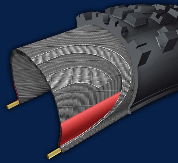 Chez Maxxis, les carcasses Double Down renferment deux plis de fils en 120Tpi - fins, mais denses. Entre eux, un renfort en gomme au butyl prend place au niveau des tringles, et sur les flancs.