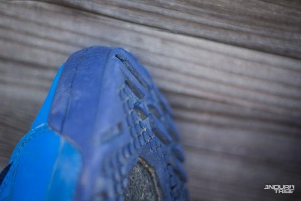 À l'avant du pied, ces crampons n'ont l'air de rien, mais offrent le grip qu'il faut pour grimper.