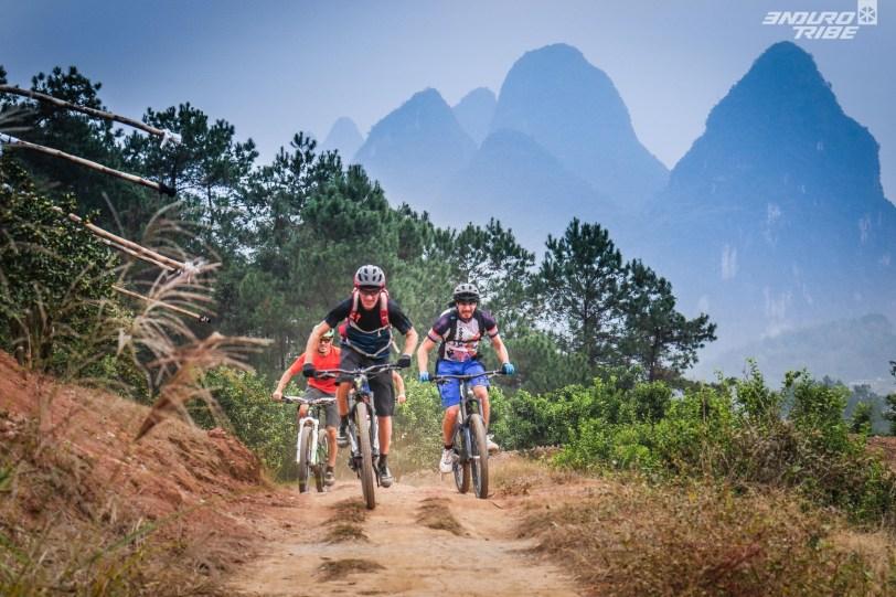 """Nous suivons le balisage du trail """"Maxi Race China"""" qui nous amènera dans des coins superbes."""
