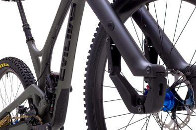 Sous le capot, sur le côté du jambage, il est possible d'ajuster le fonctionnement des modes Open et Médium.