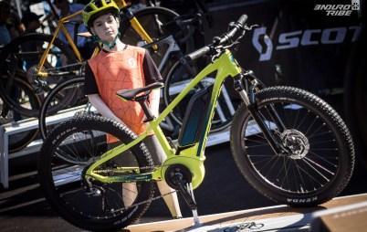 Chez Scott, l'ambition junior était moins évidente au Roc d'Azur qu'elle ne l'était lors du salon Eurobike où un corner entier y était dédié. Il n'empêche que le principal vélo exposé est à assistance électrique : le Roxter.