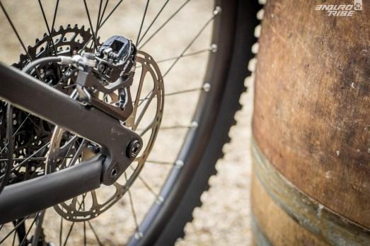Côté freinage et disque aussi, les dimensions s'adaptent : les Lapierre Zesty à petites roues ont 180mm avant/arrière, là où les Lapierre Spicy à grandes roues sont parés de 200mm !