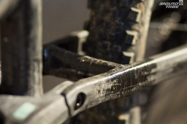 Un pontet de renfort, entre les haubans, a été ajouté pour tester différentes configurations.