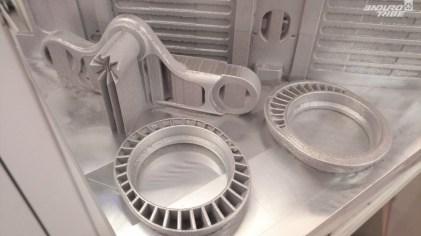 ...ici en impression 3D, ces coupelles que l'on peut inverser permettent d'ajuster le reach d'une quinzaine de millimètres.