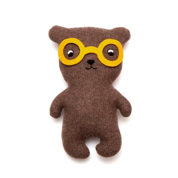 Handgemachter Stoff-Teddy mit Brille von Saracarr