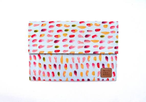 Tablet Sleeve aus Handarbeit – bunt gepunktet