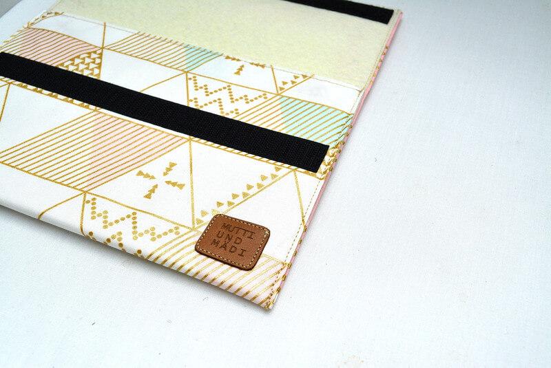 Tablet Sleeve aus Handarbeit – geometrisches Muster mit Klettverschluss