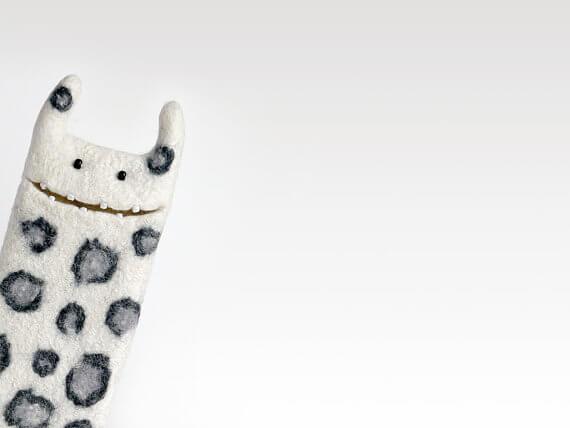 Handgemachte Tablet Hülle aus Filz – Monster mit Punkten