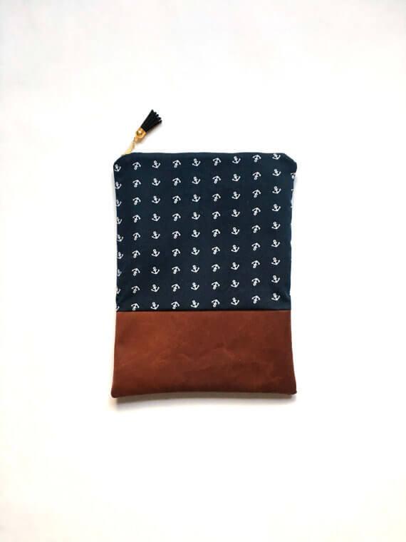iPad Sleeves aus Kunstleder und Stoffen – mit Ankern