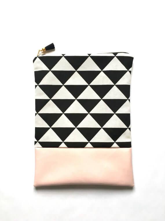 iPad Sleeves aus Kunstleder und Stoffen –grafisches Muster mit rosa