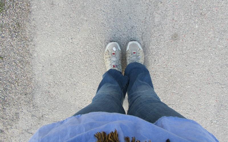 Skor på asfalt