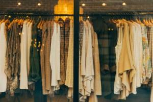 enkelt liv - äga mindre kläder