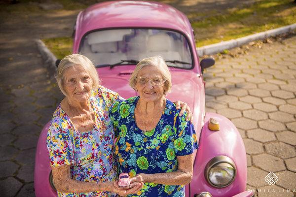 08 - Dvojčata oslavila svých 100 let jako za mlada