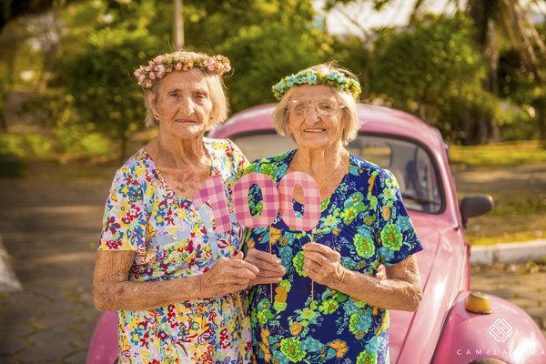 09 - Dvojčata oslavila svých 100 let jako za mlada