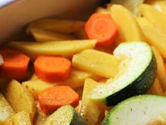 9e5f5b22fffc0f3c0e68d2ac10b78dc2 - Pečené brambory se zeleninou a dipem
