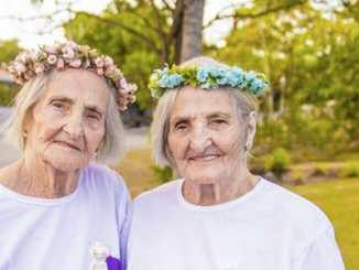 ce34e9f93e56890ff656f94990e51e92 - Dvojčata oslavila svých 100 let jako za mlada