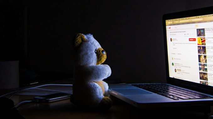 Ponocování u počítače ohrožuje zdraví