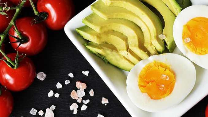 Keto dieta, nebo-li nízkosacharidové stravování může poškodit vaše zdraví.