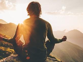 Modlitby fungují, protože přesahují působení hmoty.