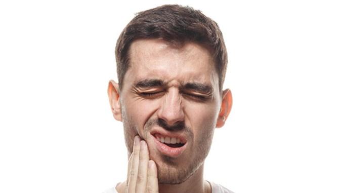Citlivé zuby můžete zklidnit bylinkami.