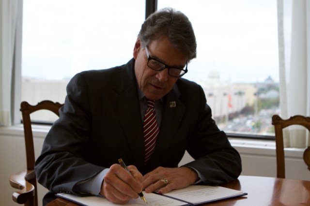Secretary Perry signed statements of intent on advanced fast neutron sodium-cooled reactors and artificial Intelligence