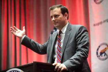 Arizona Corporation Commissioner Tom Forese regulates APS