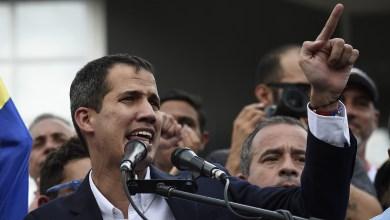 Photo of Guaidó pide suspender el envío de petróleo a Cuba