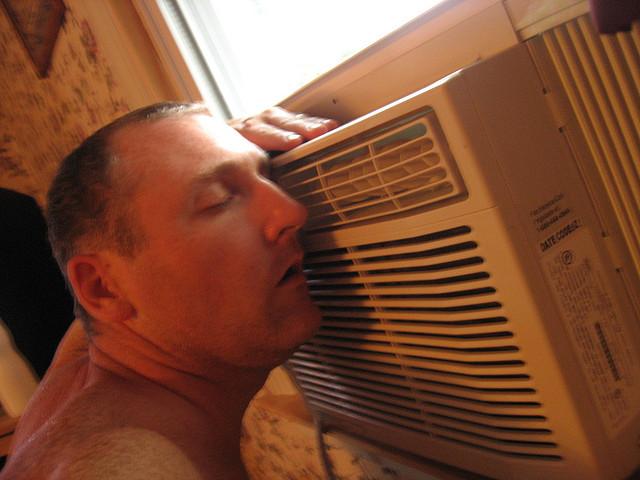 Air-conditioner-window-unit-hvac-cool-man-comfort