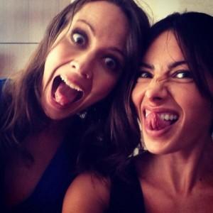 Amy Acker y Sarah Sahee durante la Comic Con de New York 2013