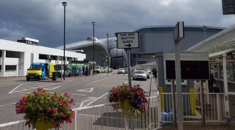 Shuttlebus til billeje i Dublin lufthavn