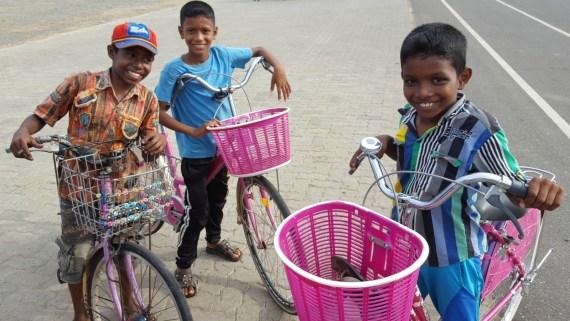 Rejsebudget_Sri_Lanka_drenge_med_is_udvalgt
