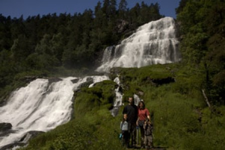 cascade-Espelandfossen-en-famille-Norvege voyage enfant