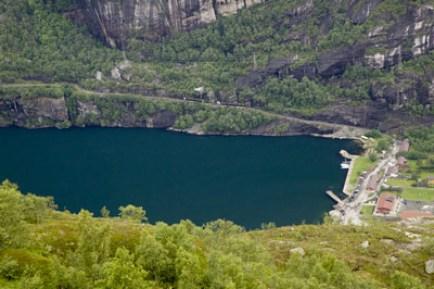 fjord-Lysefjord-et-ville-de-Lysebotn-Norvège