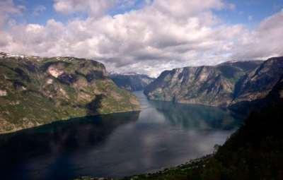 Fjord-Naerofjord,-le-plus-étroit-de-Norvège