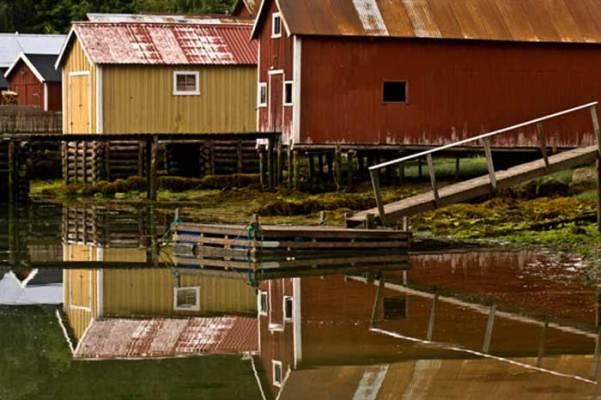 rorbu-maison-de-pecheur-dans-fjord-Norvège