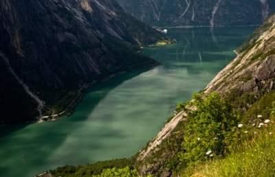 fjord-famille-croisière-Norvège