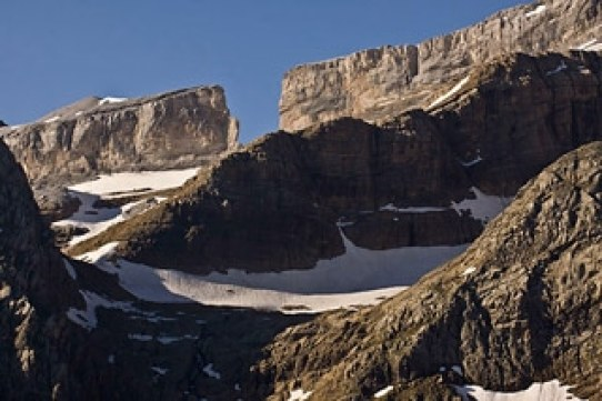 randonnée-famille-cirque-gavarnie-brèche-de-Roland-Pyrénées