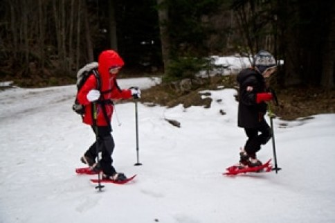 enfants-en-randonnée-à-raquettes-vercors-alpes