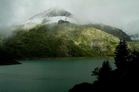 Suisse-voyage-enfant-famille-lac-et-varrage-Emosson