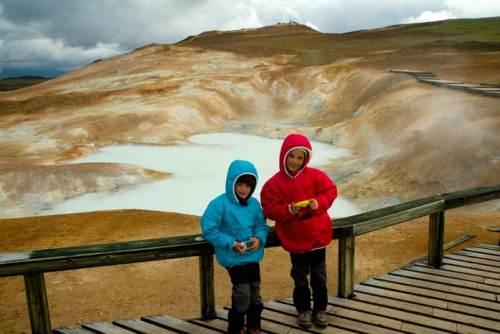 solfatare islande enfant