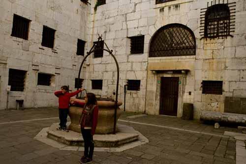 prison-du-palais-des-doges-venise-italie