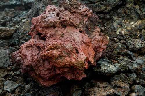 roche-lave-rouge-islande