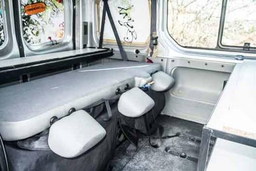 fourgon-aménagé-en-camping-car-