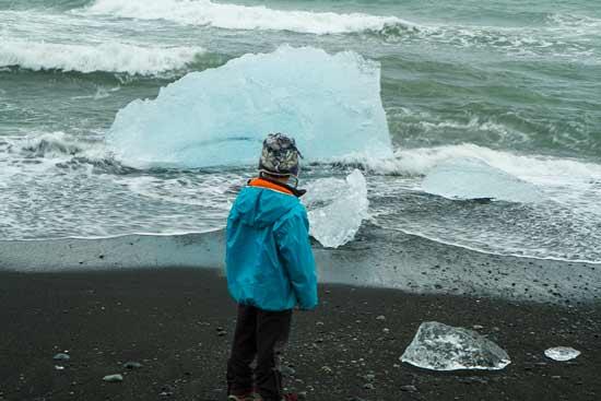 lac-jokulsarlon-iceberg-enfant-islande