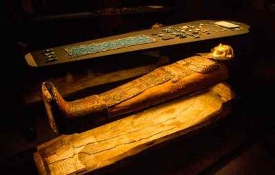 musée-des-confluences-sarcophage-égyptien